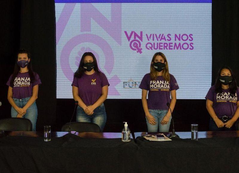 La mesa de presentación estuvo conformada por mujeres estudiantes integrantes de la Franja Morada involucradas con el proceso de idea, proyecto y ejecución de la App #VNQ.