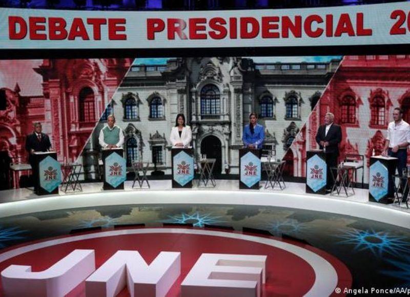 Perú elige presidente este domingo en medio de una crisis política y sanitaria