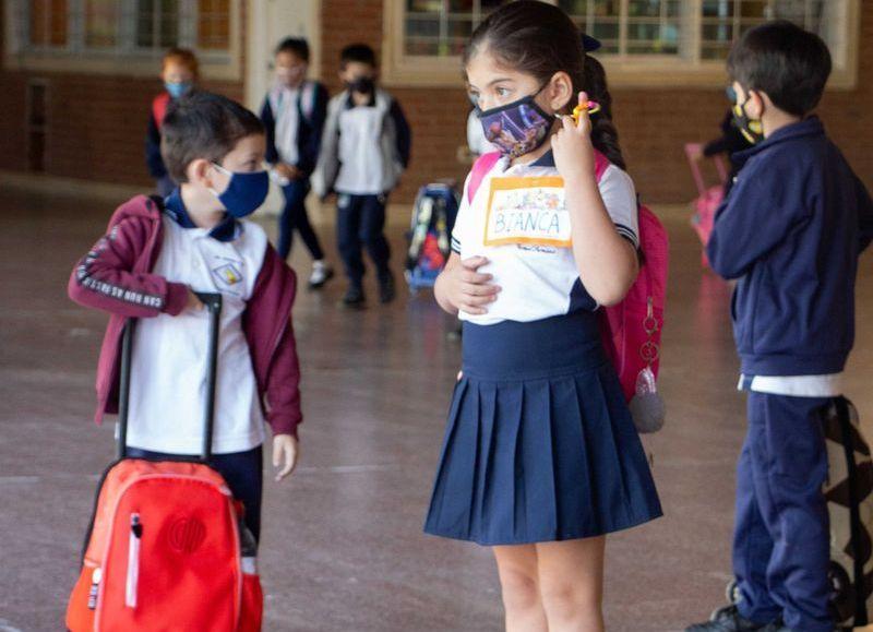 """Las mediadas de bioseguridad y la organización en """"burbujas"""" son los rasgos más notorios de la """"nueva normalidad"""" en las escuelas."""