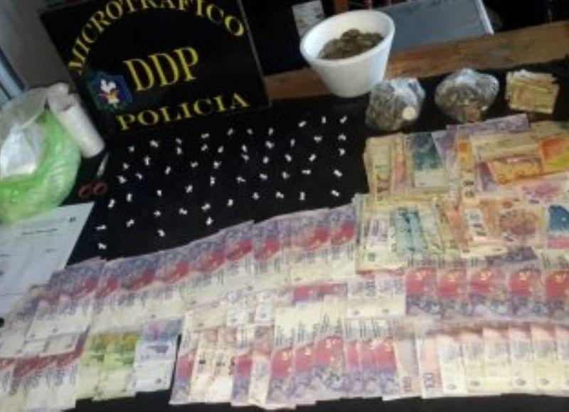 Se incautó cocaína, dinero y gran cantidad de monedas de distintos valores.