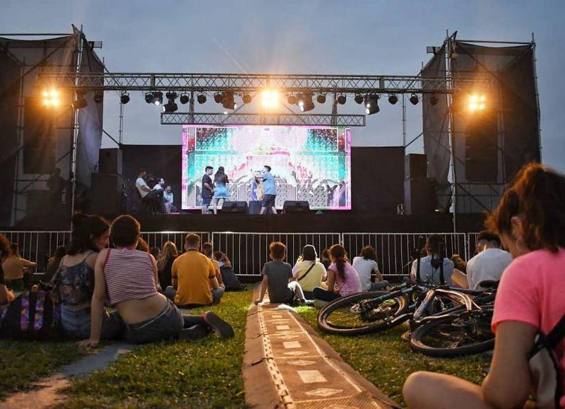 """Juventud es Iniciativa"""", este martes 21 en el Parque de la Democracia; nutrida grilla"""