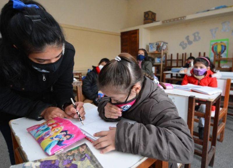 En conmemoración del Día del Maestro y la Maestra y el Día del Bibliotecario y la Bibliotecaria, el Ministerio de Educación declaró asueto para todos los niveles, modalidades y servicios educativos de la provincia.