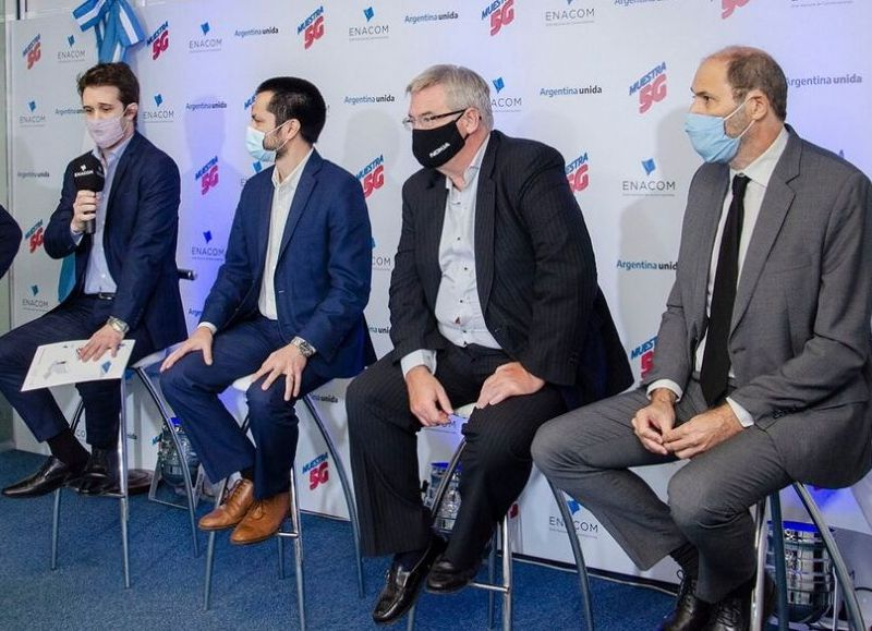 Sergio D'Uva de ENACOM, Juan Bonora de Huawei, Guillermo Wichmann de Nokia y Pablo Peretti de Ericsson durante la jornada Muestra 5G, que marcó el inicio del trabajo conjunto entre el organismo gubernamental y los principales proveedores.