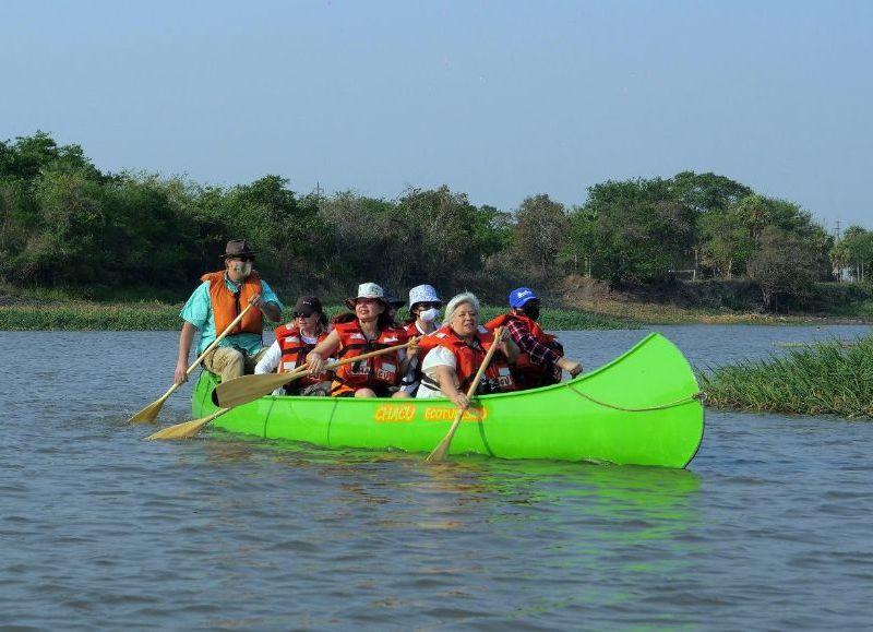 Los visitantes provenientes de Buenos Aires, Córdoba, Corrientes y el Chaco tuvieron la oportunidad de realizar diversas actividades recreativas y culturales, como paseos en kayak por el río Bermejito.