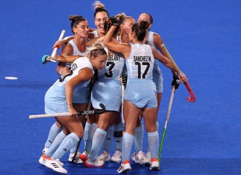 El seleccionado argentino de hockey femenino le ganó por 2-1 al local en la cuarta fecha del Grupo B.