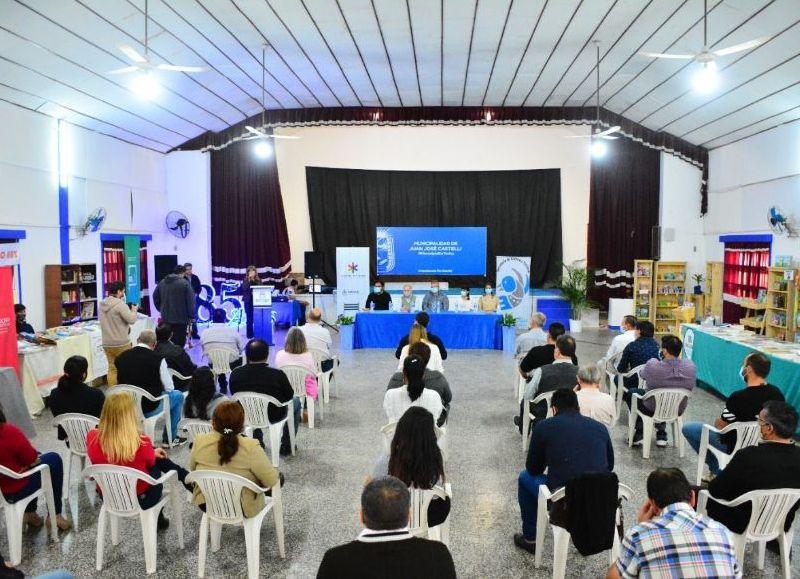 El intendente Sander estuvo acompañado de la vicegobernadora y otras autoridades provinciales durante la apertura.
