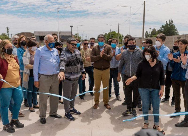 El gobernador inauguró pavimento urbano, la refacción de la Plazoleta del Barrio Maqui y el portal de acceso a la localidad.