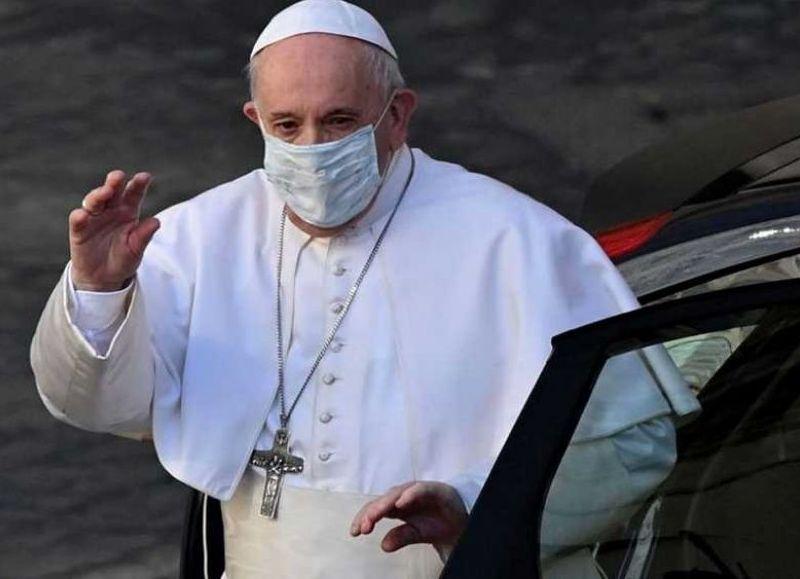 """En el marco de una intervención programada por la que quedará una semana internado, el Papa fue operado a sus 84 años de una """"estenosis diverticular"""" en el colon en un centro asistencial de Roma."""