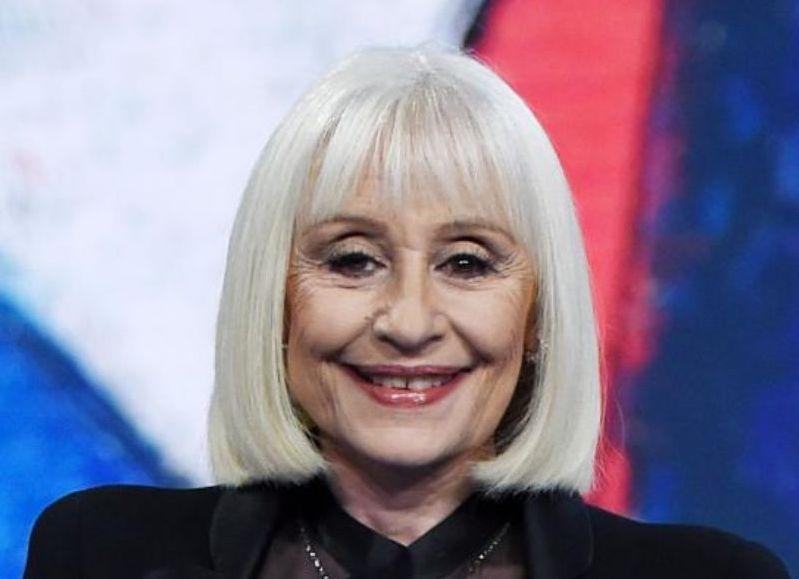La cantante, actriz y presentadora italiana Raffaella Carrá murió este lunes después de una dura lucha contra una enfermedad.