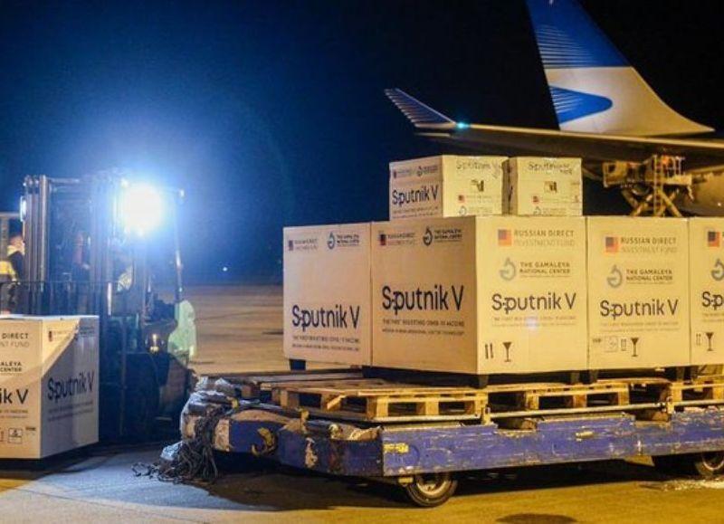 Nuevo vuelo de Aerolíneas viaja a Moscú en busca de más vacunas Sputnik V