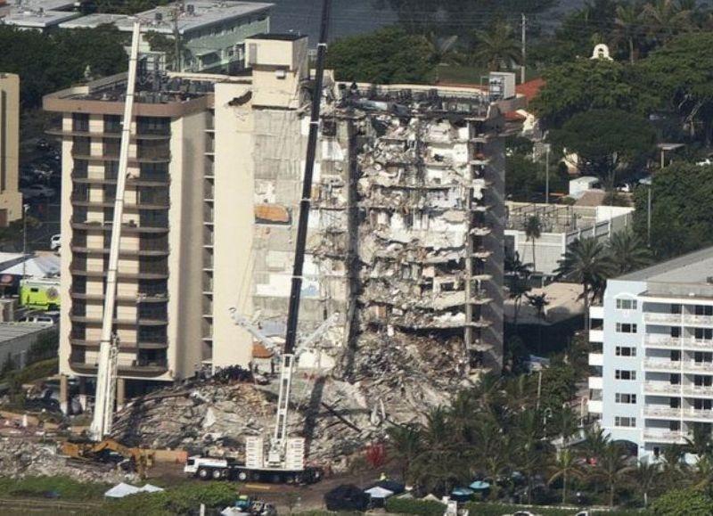El accidente ocurrió a fines de la semana pasada. Siguen las búsquedas de sobrevivientes entre los residentes y turistas que vivían en el edificio de 100 condominios y 12 pisos