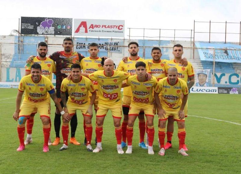 Sarmiento de Resistencia logró un empate agónico, 2 a 2, ante Gimnasia y Tiro de Salta, por una nueva fecha del Torneo Federal A de Fútbol.
