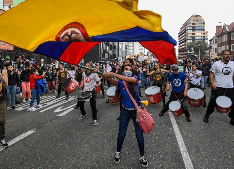"""Volvieron las protestas contra el Gobierno y Duque denuncia """"terrorismo urbano"""" en Colombia"""