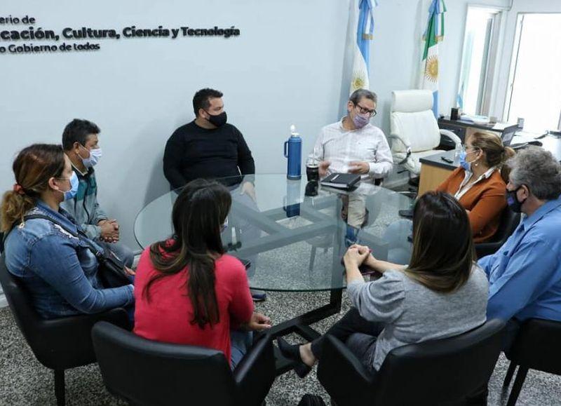 La intendenta Magda Ayala mantuvo una fructífera reunión con el ministro de Educación de la provincial Aldo Lineras.