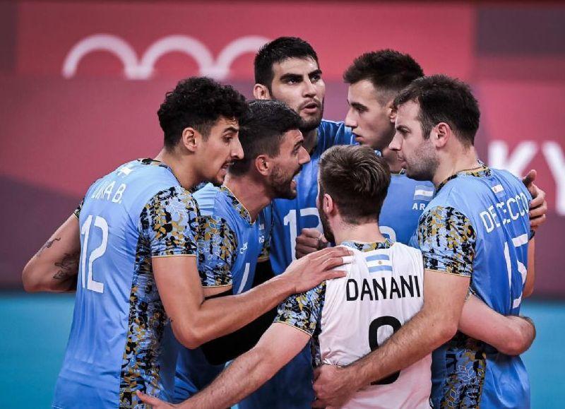 En vóleibol masculino argentino fue victoria 3 a 2 frente a Túnez por (23-25, 23-25, 25-19, 25-18 y 15-8).