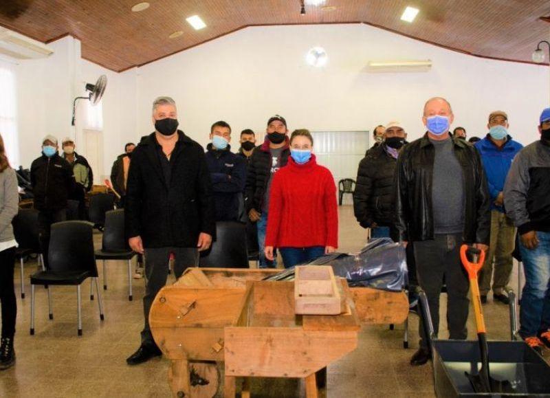 Con una fuerte inversión social, se entregaron herramientas y equipamiento en San Bernardo y La Clotilde