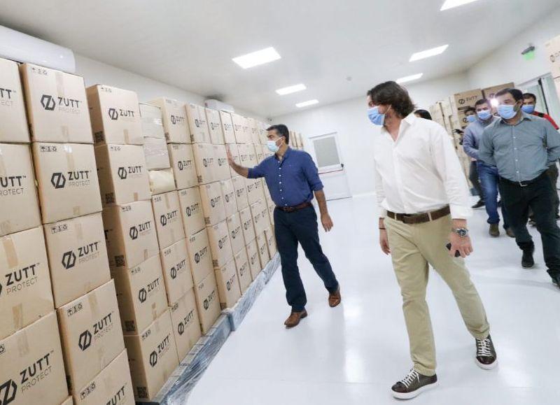 El gobernador Jorge Capitanich y el ministro de Producción, Industria y Empleo, Sebastián Lifton, visitaron la fábrica de barbijos Zutt Protect en Barranqueras.
