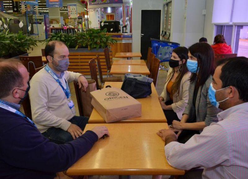 El ministro Lifton se reunió con directivos de la firma Hiper Chango Más para ampliar la presencia de productos de fabricación local en las góndolas.