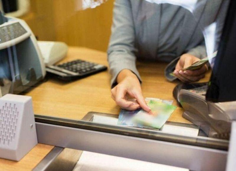 Los bancos no pueden cobrar comisiones por operaciones en ventanilla a las pequeñas y medianas empresas registradas como tales.