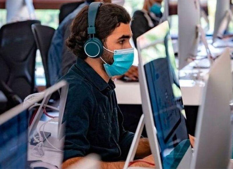 La iniciativa buscará capacitar a 60 mil jóvenes en software y programación, junto con la asignación de un subsidio de $100 mil para comprar computadoras y pagar internet.