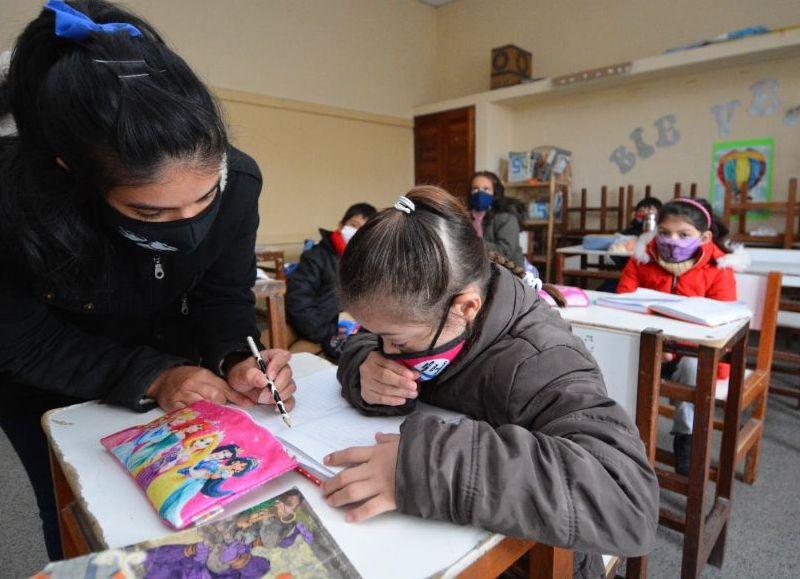 Todas las instituciones educativas desarrollarán clases presenciales cuidadas siguiendo las recomendaciones estipuladas en el protocolo sanitario y pedagógico del Decreto 355/2021.