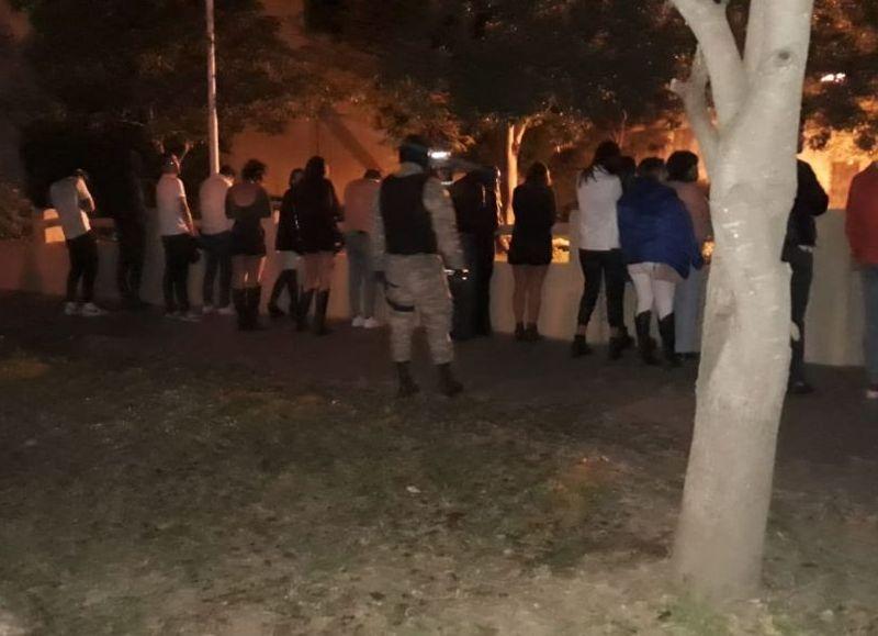 #Sinconcienciasocial: tras un gran despliegue policial ponen fin a una fiesta electrónica con 500 invitados