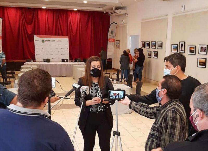 La diputada Ayala saludó a los periodistas en su día.