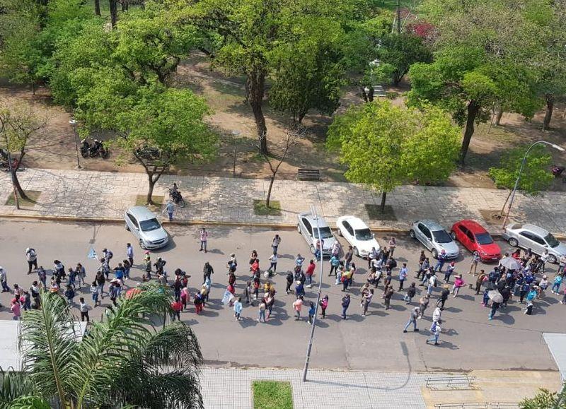 La manifestación desde arriba. Son varios los movimientos sociales que llegaron hasta Casa de Gobierno.