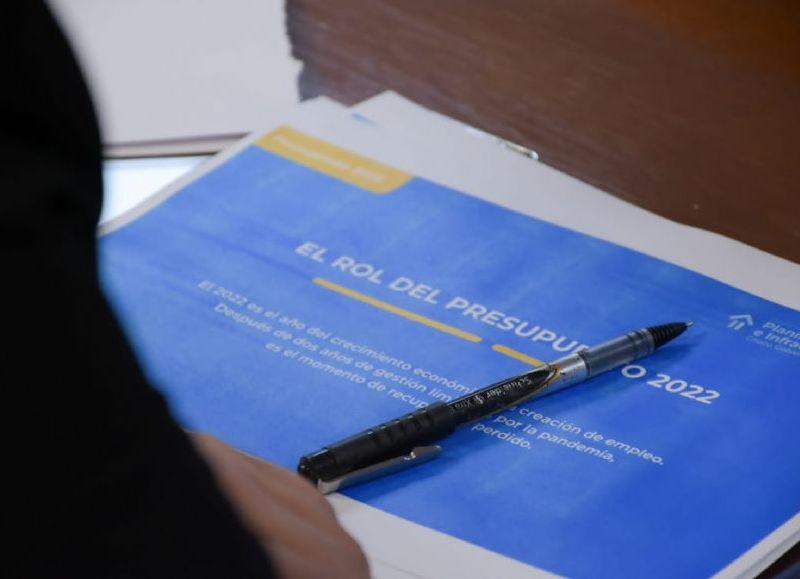 En sesión especial fue el mismo gobernador quien expuso los detalles de la Ley de leyes, que contempla más de 300 mil millones de pesos.