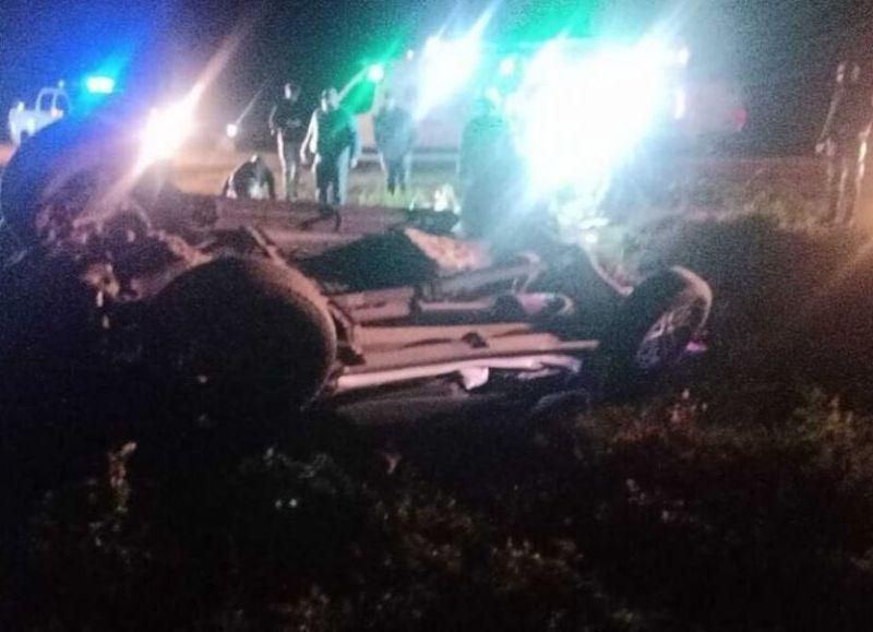 Desde la fuerza de seguridad indicaron el siniestro se habría dado contra un caballo, lo que habría producido el vuelco del vehículo.