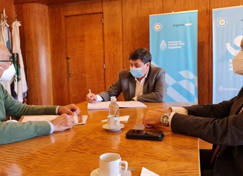 El senador chaqueño acompañó al presidente de Conin, Adolfo Andreotti a la reunión con el ministro de DDSS de la Nación, Daniel Arroyo.