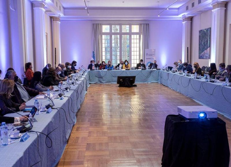 Las y los ministros consensuaron las condiciones de priorización para la inscripción de las y los adolescentes entre 12 y 17 años en los que se comenzará a aplicar la vacuna de Moderna.