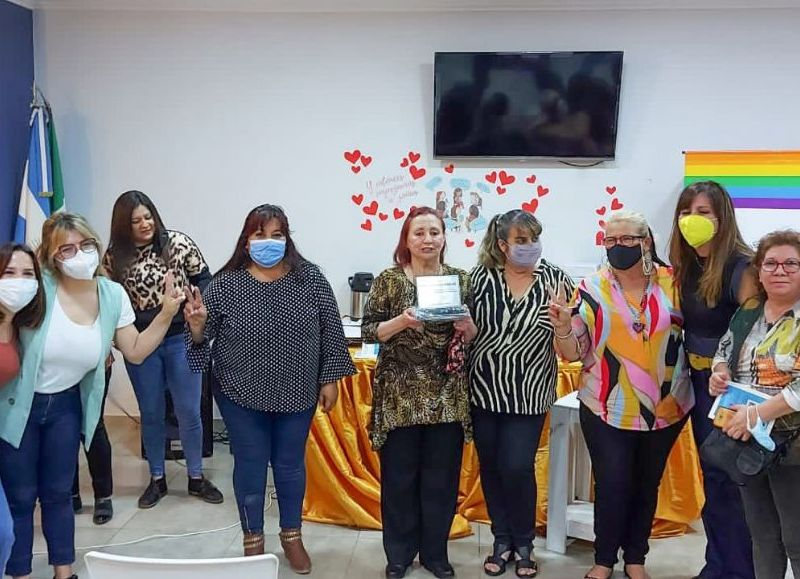 La diputada Ayala estuvo en el conversatorio en la asociación Refugio Madres del Sol.