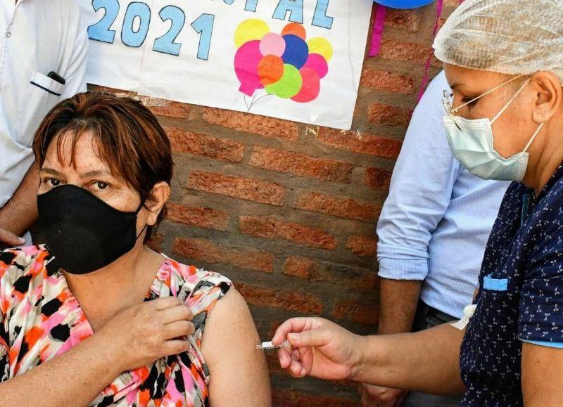 """La ministra de Salud Pública, Paola Benítez, encabezó el acto que se realizó en el Centro de Salud """"Cristo Rey"""" de Resistencia."""