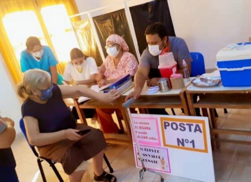 Sigue la campaña e vacunación en esta localidad, donde cierra todo desde este miércoles. También cortará la luz a los infractores.