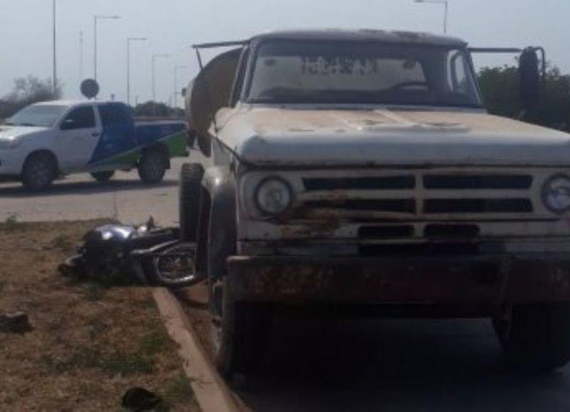 Alrededor de las 16, los agentes de la comisaría de Taco Pozo fueron informados de un choque en el acceso norte a la localidad por la ruta 16. Acudieron de inmediato.