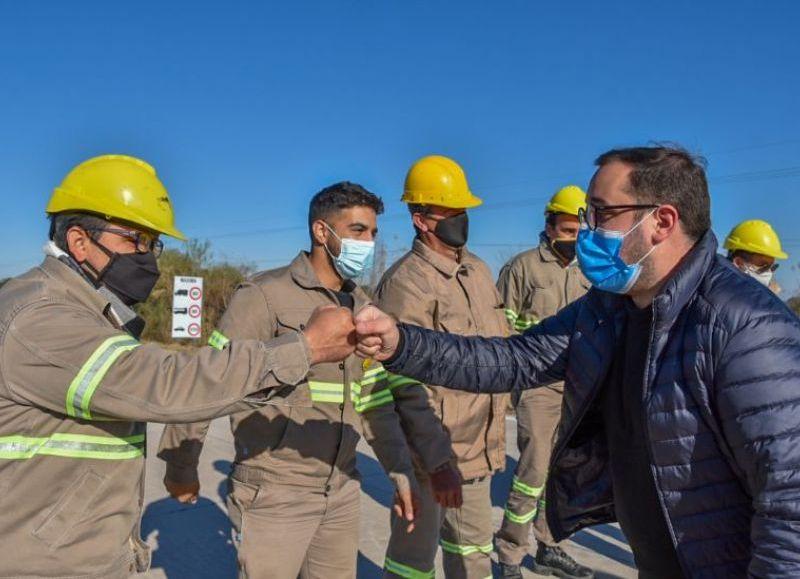 """La obra forma parte del programa Chaco Reactiva. """"Significa que 8.000 familias tienen un mejor ingreso, porque los trabajadores contratados pertenecen a la zona donde se ejecuta la obra"""", destacó Pérez Pons."""