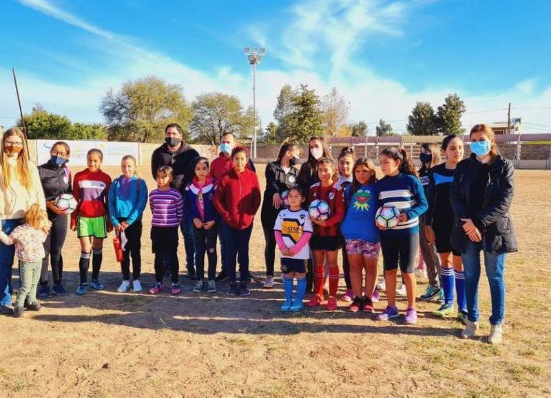 En la escuelita las niñas van a poder aprender y mejorar las técnicas del deporte más famoso del mundo de la mano de las profesoras Andrea Palacios y Lara Schmidt.