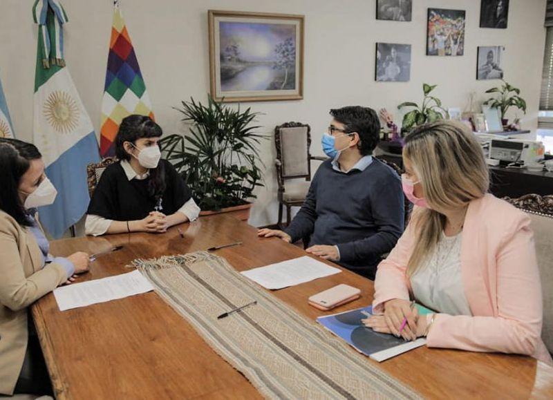 La rúbrica, encabezada por la vicegobernadora, facilita la creación de cuentas bancarias gratuitas a destinatarias del programa nacional que asiste a víctimas de violencias por razones de género.