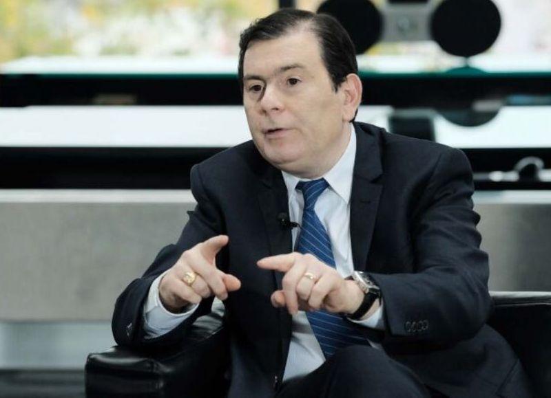 Lo anunció el gobernador Gerardo Zamora. Se abonará en tres cuotas de $30 mil, a partir de este jueves. Además, habrá un aumento salarial de 57% sobre el básico.